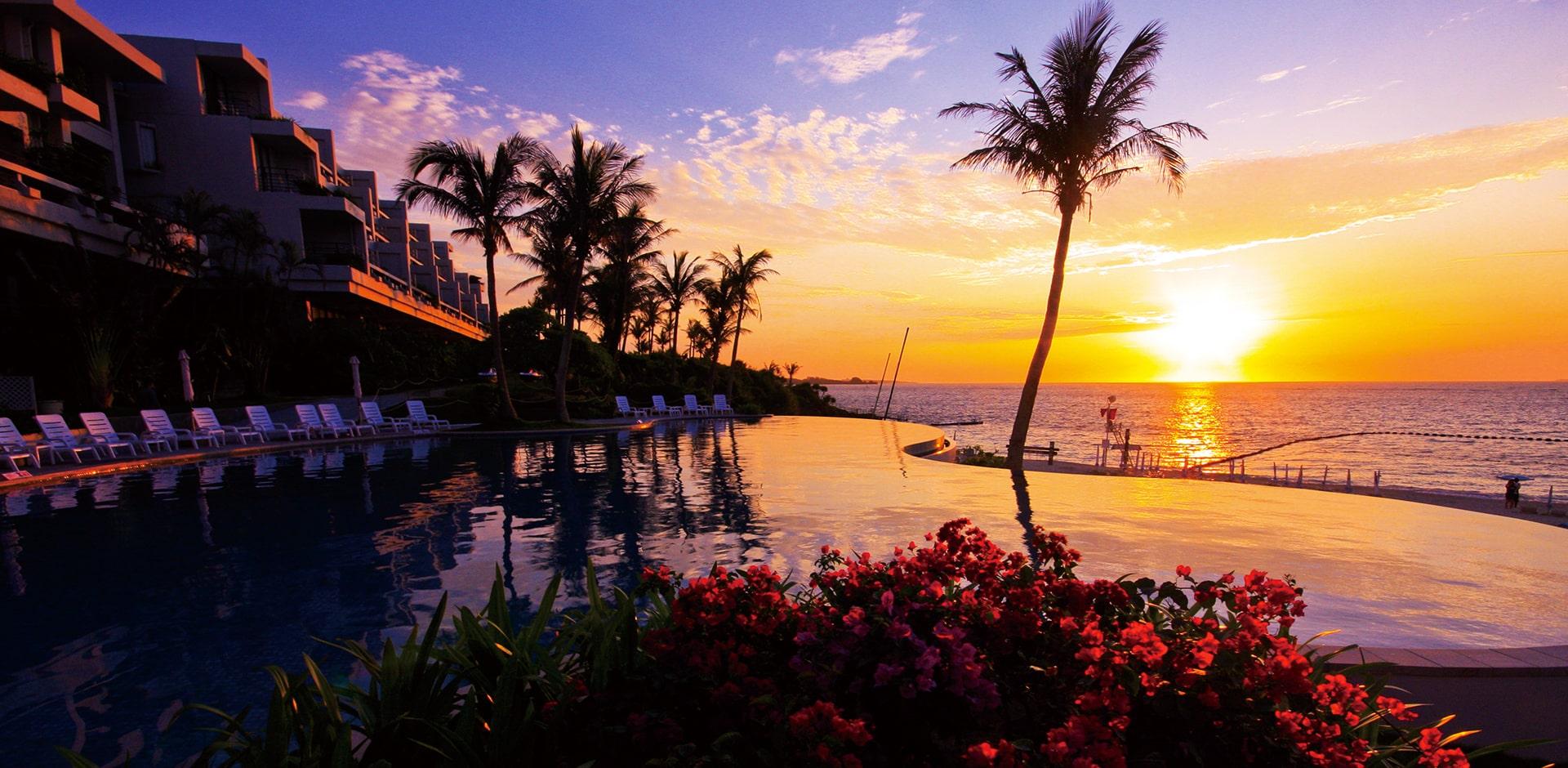 ホテルムーンビーチから見える夕陽